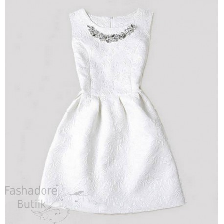 Kaelakeega kleit