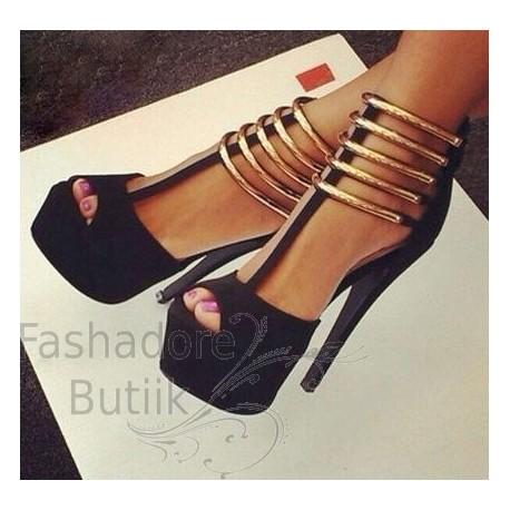 Kuldsete detailidega kingad